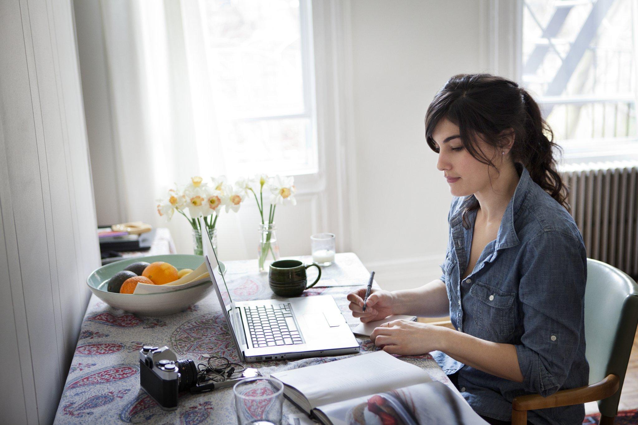 femme ordinateur portable